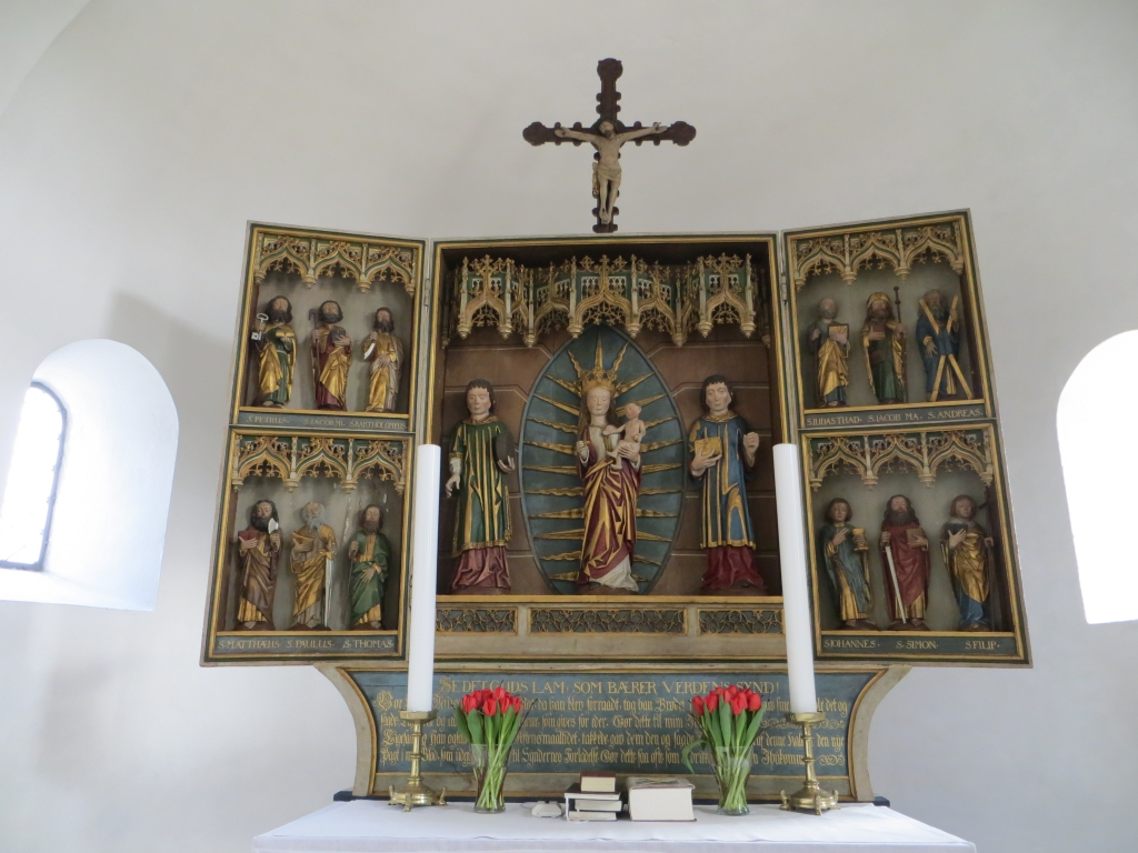 The altarpiece is carved in a late Gothic style. Photo: Charlotte Lindhardt