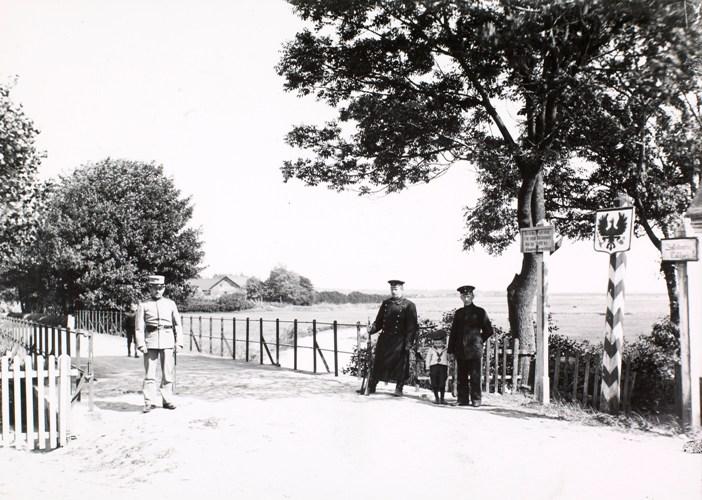 Grænsen ved Foldingbro fra den tyske side. Foto: Det Kongelige Bibliotek.