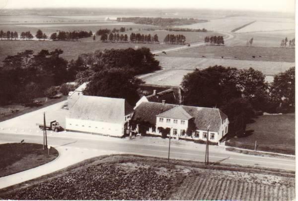 Postkort: Kalvslund Kro i 1950. Foto: Ukendt.