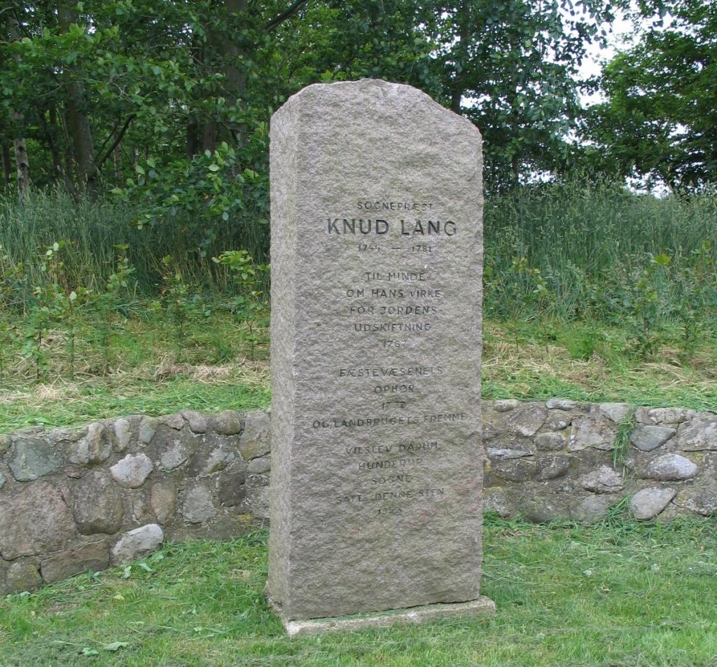 Knud Langs mindesen i Vilslev. Foto: Charlotte Lindhardt.