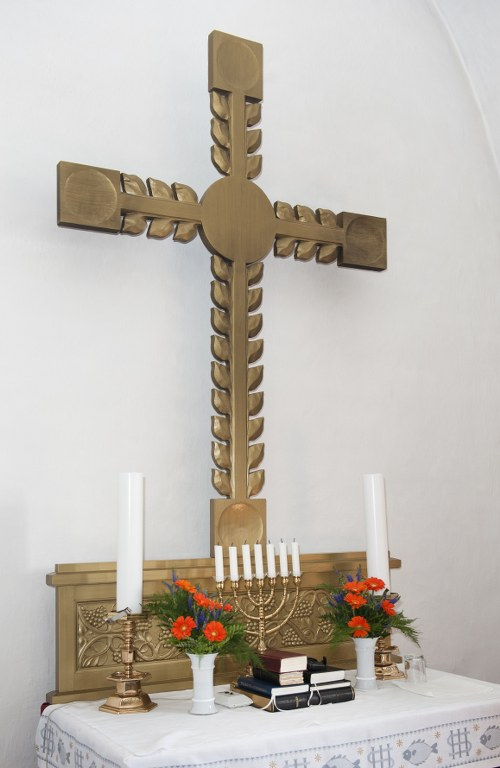 Das Altarkreuz soll zugleich den Baum des Lebens symbolisieren. Foto: Historisches Archiv der Stadt Esbjerg, Torben Meyer.