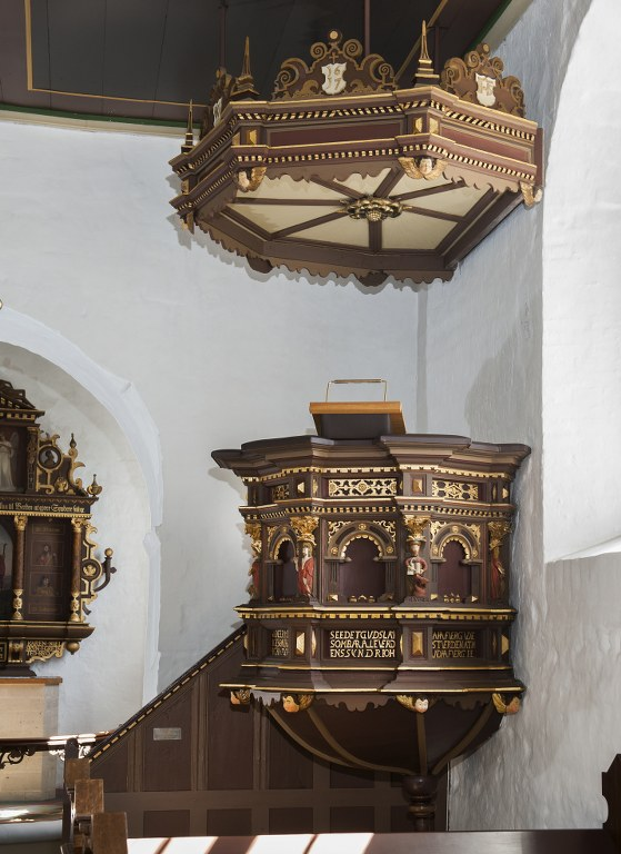 The pulpit is from 1617. Photo: Esbjerg Town Historical Archives, Torben Meyer.